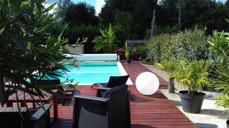 MAISON BASSIN D'ARCACHON AVEC PISCINE ET PARKING PRIVATIF, holiday rental in Audenge