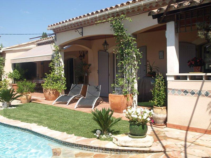 Villa fleurie avec piscine privée, location de vacances à Les Angles