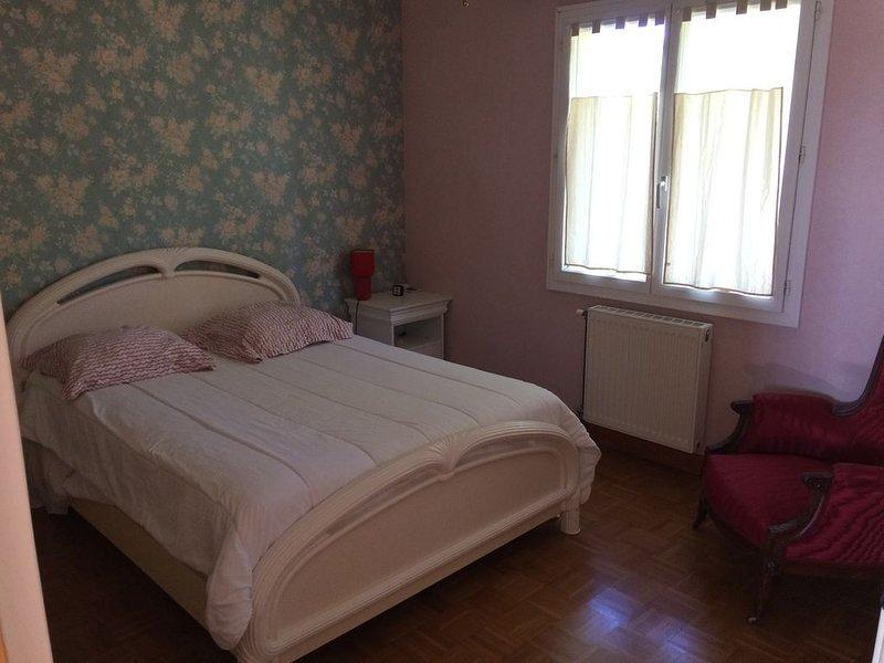 Paradis de Provence  ---entre vienne et Lyon  4 chambres doubles  8 personnes., holiday rental in Pelussin