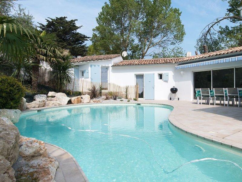 Très belle villa avec piscine chauffée à 100m de la plage !, location de vacances à Ile de Ré
