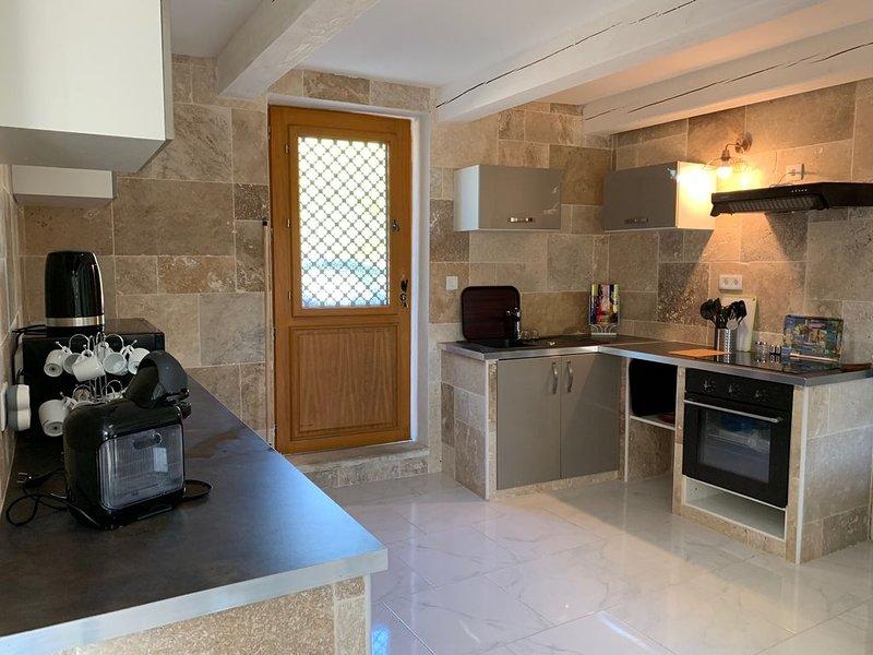 MAS PROVENCAL TOUT CONFORT 120 M²   AU COEUR DE LA PROVENCE, vacation rental in Saint Andiol