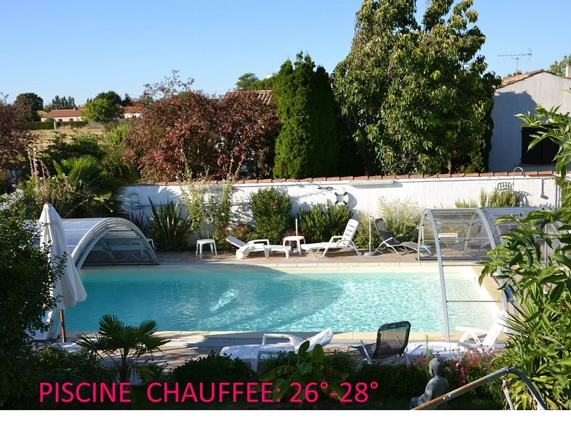 STUDIO 18M2-Terrasse-Piscine chauffée Couverte -4 mn Plage -5 mn La Rochelle, aluguéis de temporada em Aytre