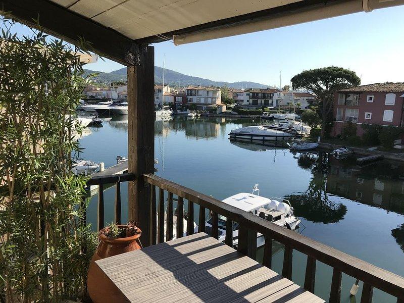Appartement neuf 5/6 personnes, Port Grimaud vue magnifique sur les canaux, holiday rental in Grimaud
