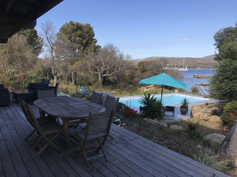 Villa pied dans l'eau plage privée, holiday rental in Pianottoli-Caldarello
