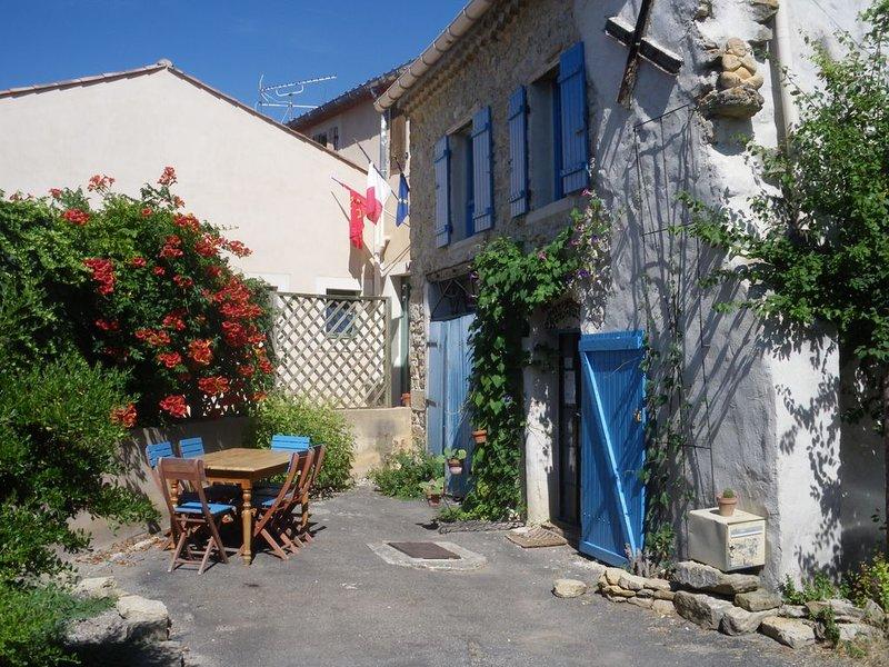 LA MAISON BLEUE RENNES LE CHATEAU, vacation rental in Serres