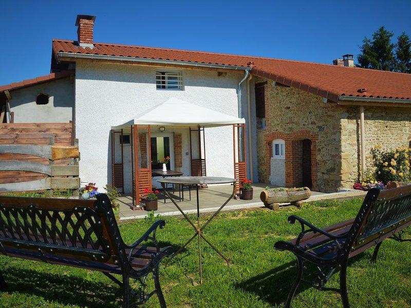 Gîte classé 3 étoiles, près de Vienne (Isère), 5 personnes, holiday rental in Bonnefamille
