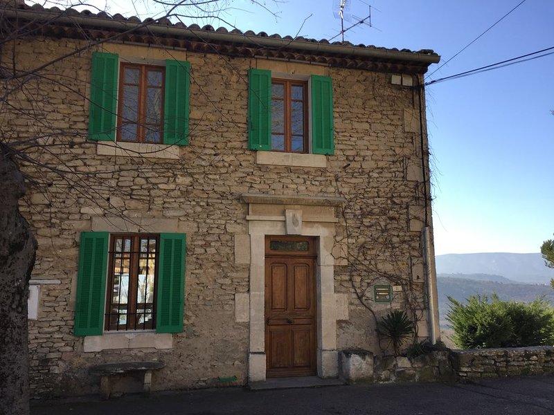Charmante petite maison provençale au coeur du village., aluguéis de temporada em Gordes