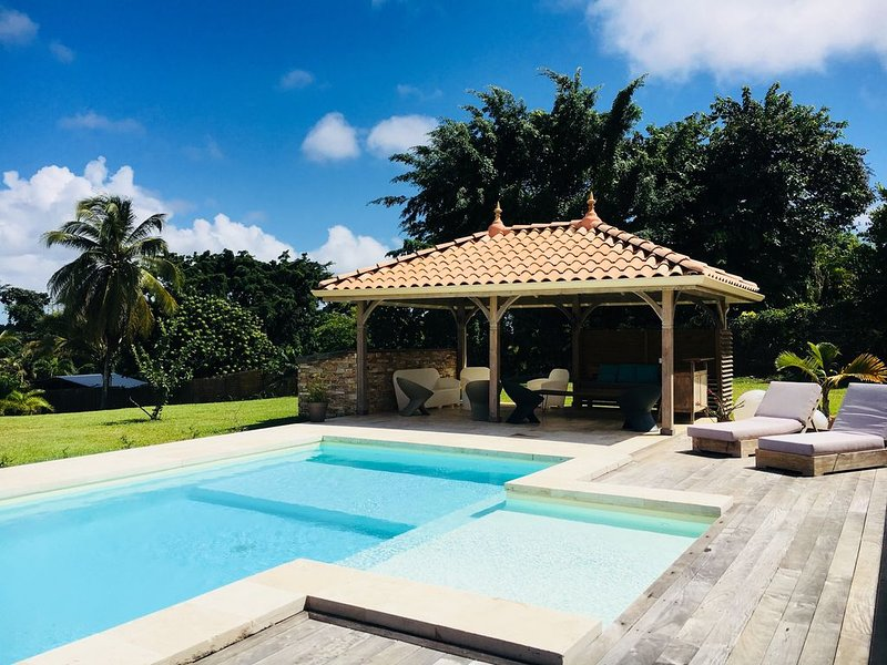 Grande villa familiale pour des vacances au cœur de l'île !, location de vacances à Baie-Mahault