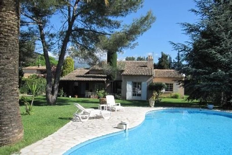 PROMO Villa 160m2 avec piscine et grand jardin arboré, casa vacanza a Roquefort les Pins