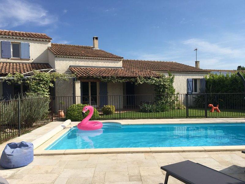 Très Jolie Maison 160 m² 8 couchages piscine proximité de Saint Rémy de Provence, vacation rental in Molleges