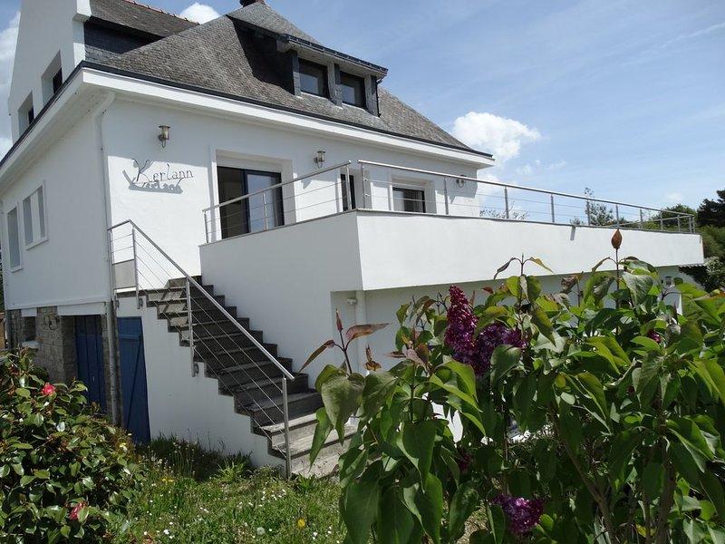 Maison familiale sur la presqu'île de Port Anna, casa vacanza a Sene
