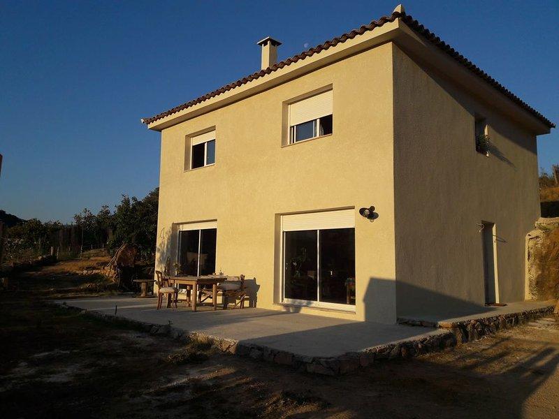 Bastelicaccia, Belle Maison Familiale havre de paix entre mer et montagne, holiday rental in Cuttoli-Corticchiato