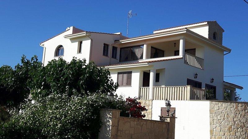 Agrepavli Lapithia. Appartement avec une superbe vue sur le ja les montagnes., vacation rental in Stroumbi