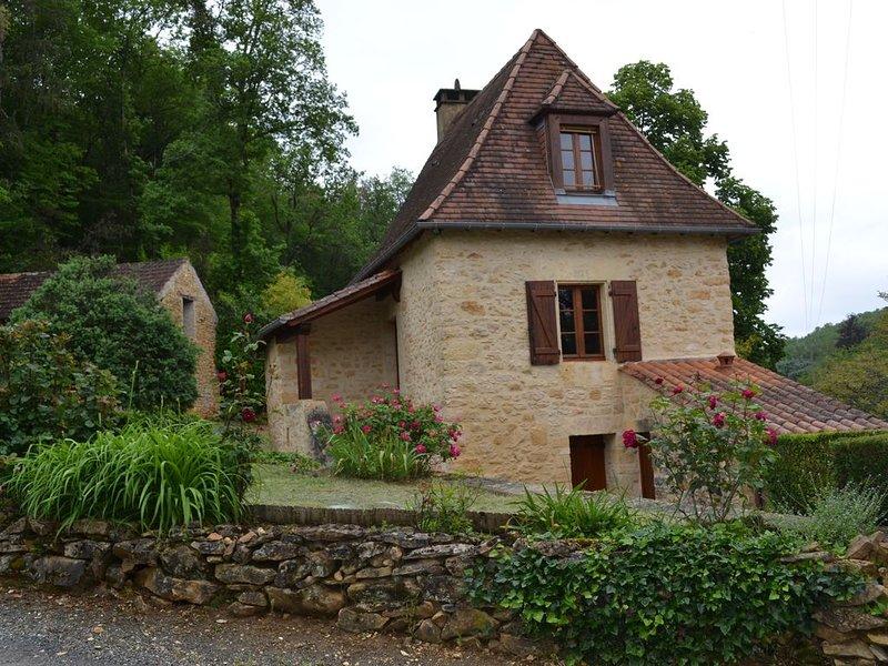 Maisonnette de charme en pierre, entièrement restaurée, holiday rental in Vitrac