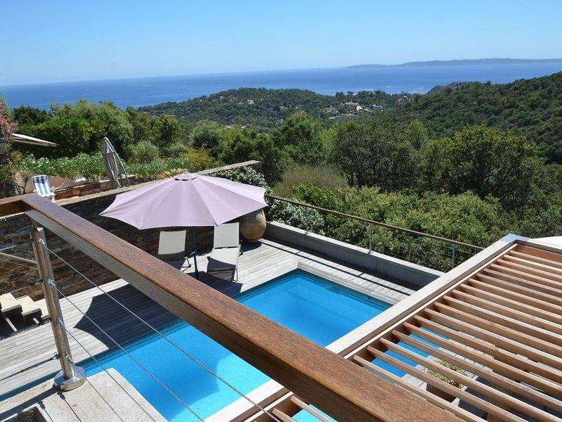 Villa domaine privé Gaou Bénat 2 niv. indép. 10 pers. vue except mer piscine ch., location de vacances à Cap Benat