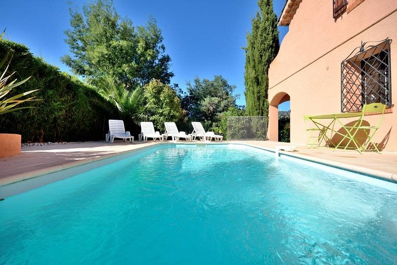 Lovely Villa 5 min to the sea, casa vacanza a Théoule sur Mer