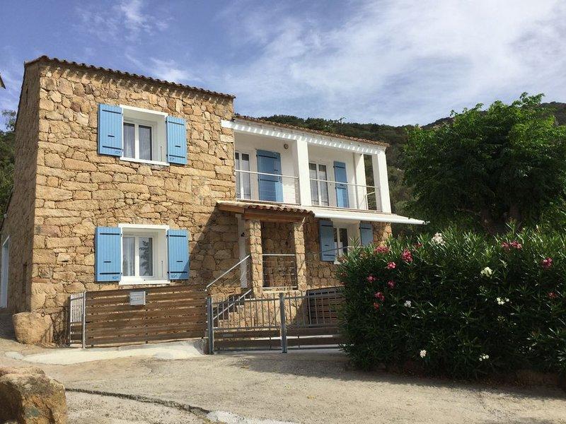 Maison Corse en pierres de taille avec piscine et vue sur golfe de Cupabia, holiday rental in Coti-Chiavari