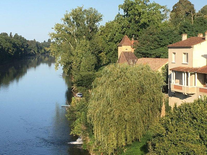 Maison avec vue imprenable sur Dordogne, location de vacances à Cause-de-Clérans