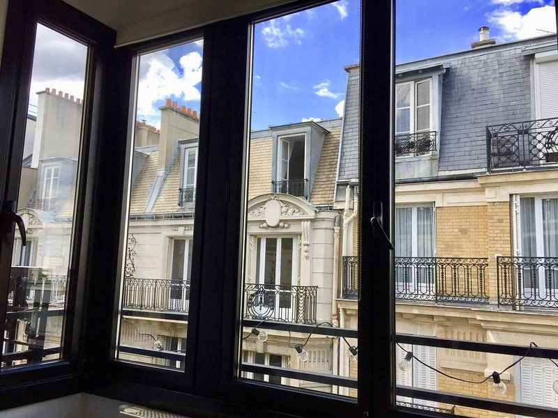 Cosy 2 bedrooms apartment, vakantiewoning in Hauts-de-Seine