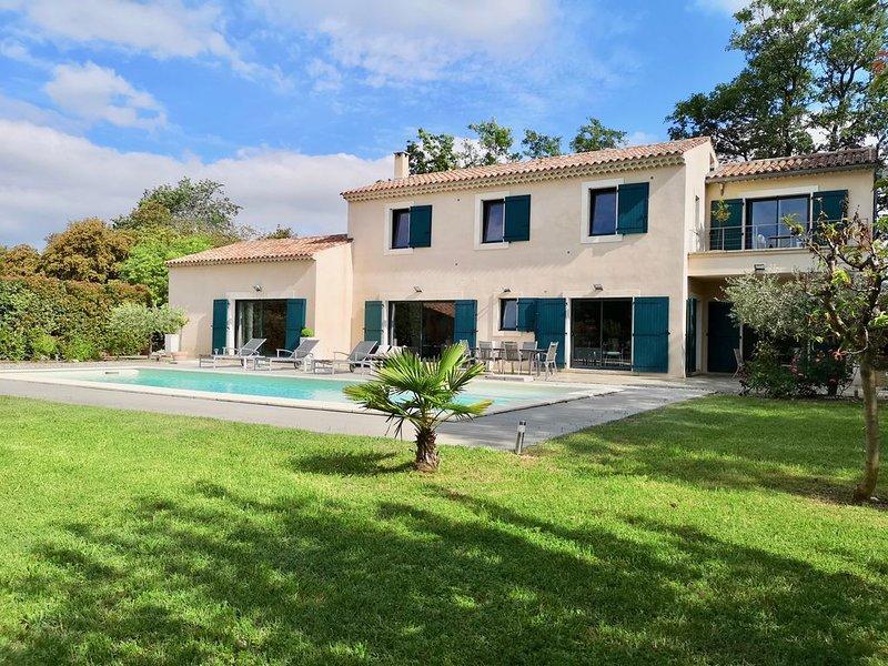 TRES BELLE ET GRANDE MAISON D'ARCHITECTE AU COEUR DU LUBERON, holiday rental in Menerbes