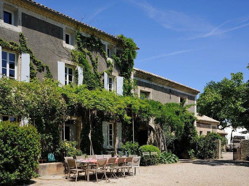 Ancienne Bastide rénovée au cœur des vignes dans le Domaine viticole de l'Odylée, location de vacances à Violes