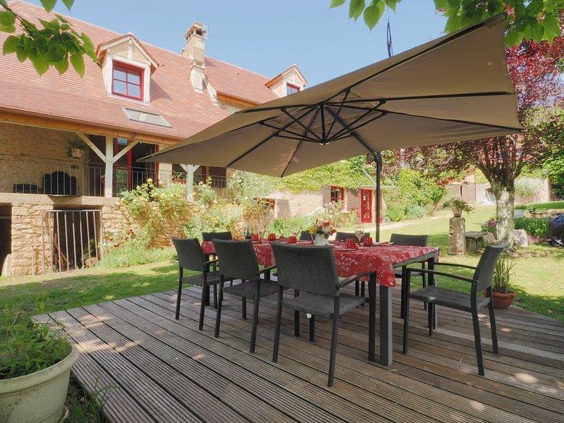 Maison de campagne 8 personnes tout confort,grande piscine, casa vacanza a Audrix