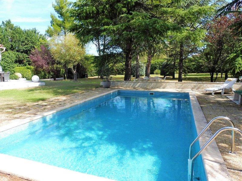 Proche Aix-en-Provence, belle villa avec piscine sur terrain arboré de 4000m2, aluguéis de temporada em Cabries