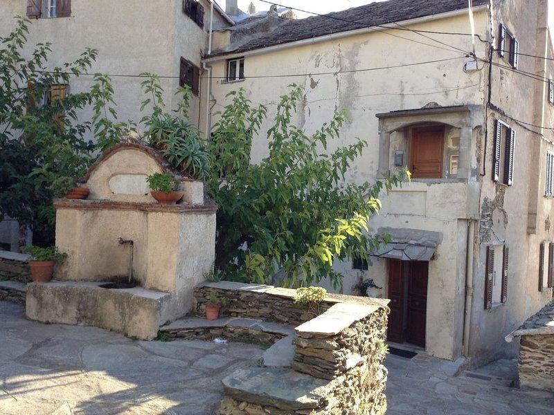 Maison de village à 10 mn de Bastia, holiday rental in Erbalunga