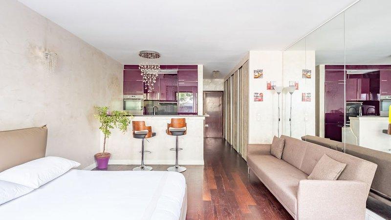 Studio Grand standing, moderne, avec petit jardin, lumineux, calme, location de vacances à Neuilly-sur-Seine