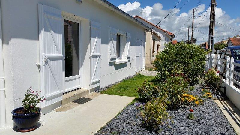 Maison individuelle avec jardin clos à 400 mètres de la mer et Thalasso, vacation rental in Pornic