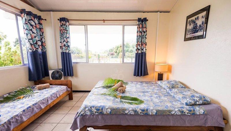 Chambre et places de Dortoir proche de la plage..., vacation rental in Papara