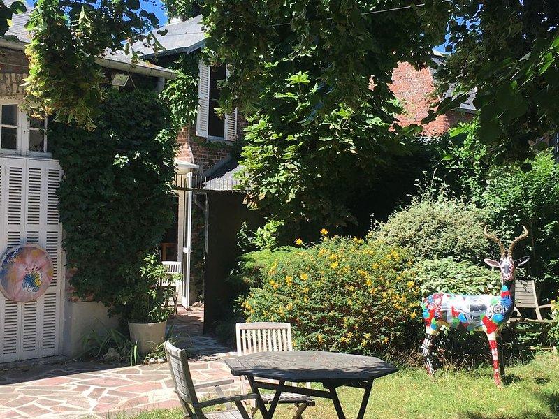La Bohême, maison d'artiste 2/4 voyageurs dans le triangle d'or de Deauville – semesterbostad i Deauville City