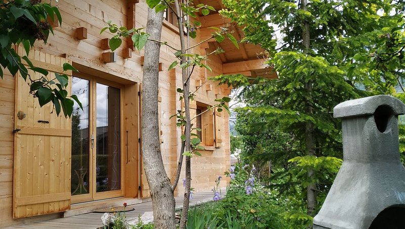 Petit chalet confortable au pied des montagnes, holiday rental in Gilly-sur-Isere