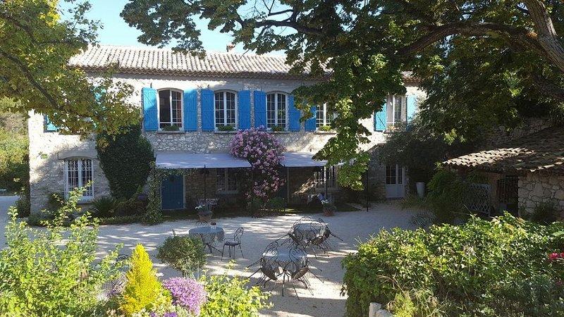 GARIGUETTE – APPARTEMENT SUPÉRIEUR 5 PERSONNES (AVEC TERRASSE), casa vacanza a Fontaine de Vaucluse
