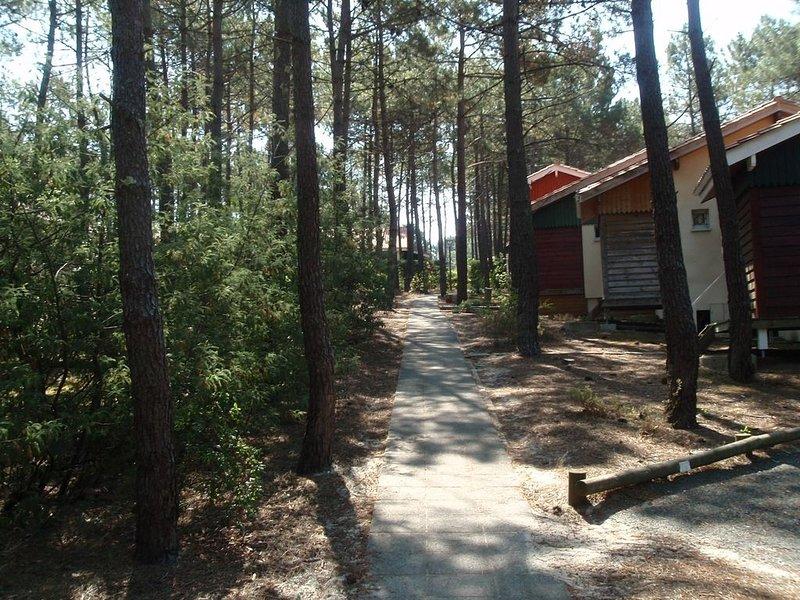 Villa 6 personnes, vue sur golf, dans résidence avec piscine, vacation rental in Lacanau-Ocean