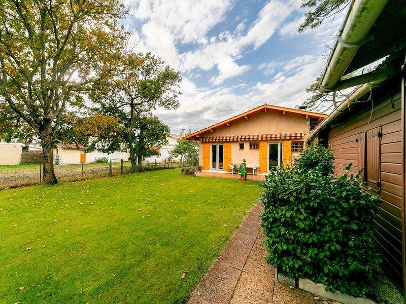 Villa sur vaste jardin proche plages et centre ville, aluguéis de temporada em Le Verdon Sur Mer