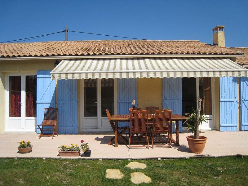 Proche Avignon, Jolie maison avec sa piscine, location de vacances à Châteauneuf-du-Pape