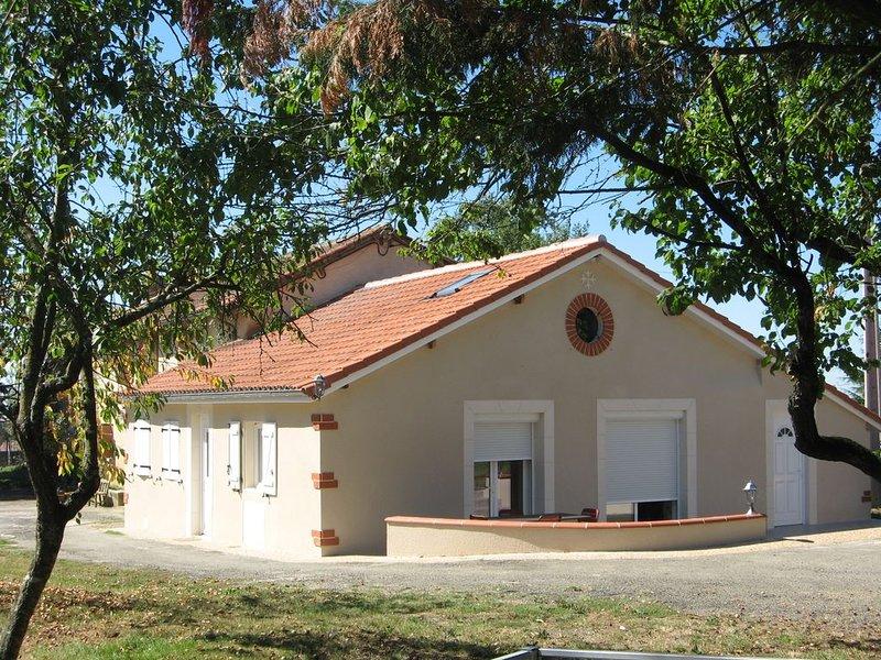 Gîte paisible dans la campagne gersoise, holiday rental in Saint-Christaud