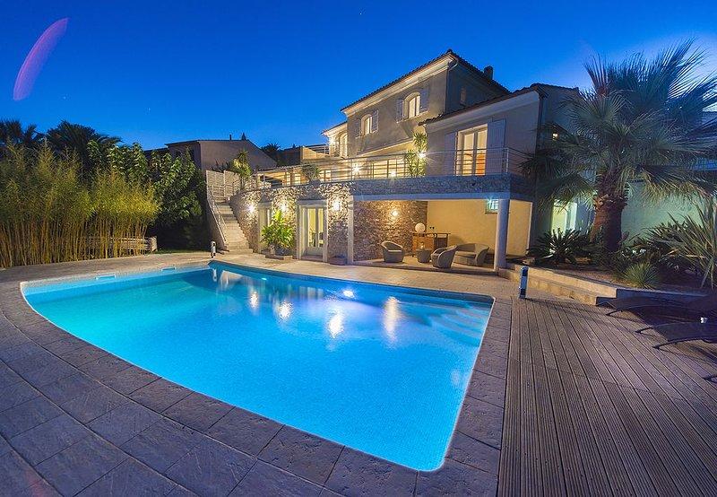 Villa récente -  superbe vue sur baie saint- raphael - climatisation, vacation rental in Fréjus