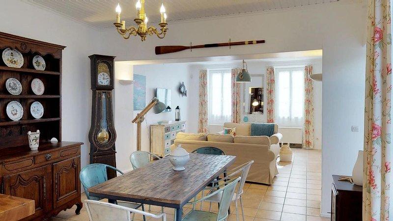 Maison de caractère centre bourg au calme, casa vacanza a Le Chateau d'Oleron