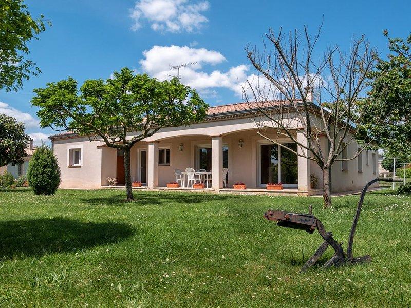 Belle maison au centre-ville  avec 6 couchages, holiday rental in Montagnac-sur-Auvignon