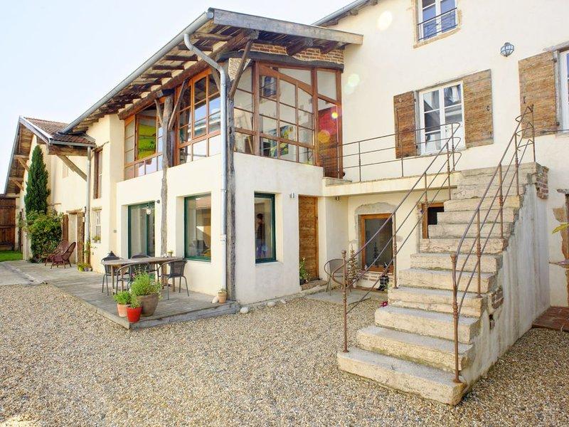 L'Atelier Suspendu : appartement tout confort pour 5-6 pers aux portes de Lyon, holiday rental in Lozanne