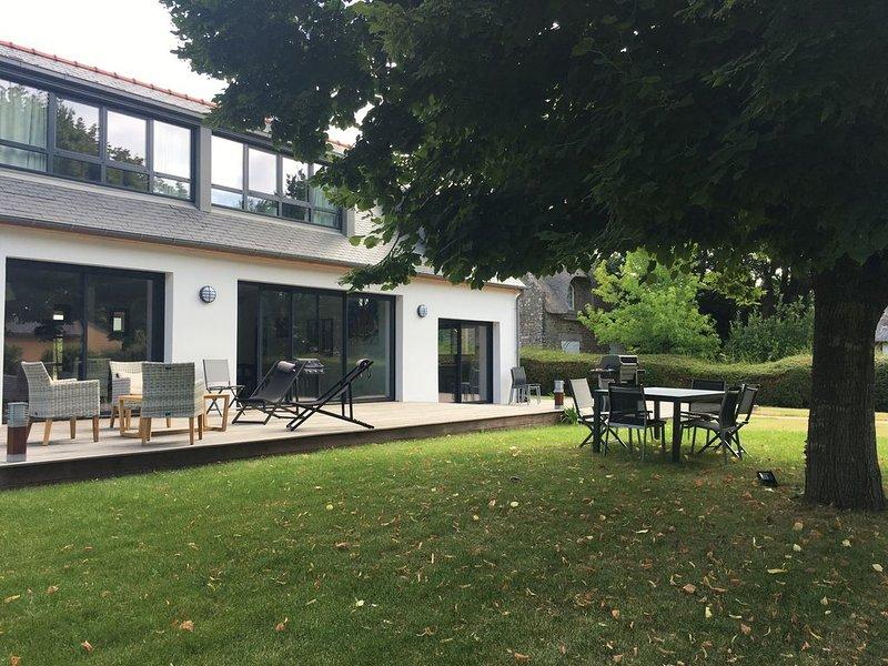 Belle maison d'architecte à 400 mètres de la plage et du sentier côtier, holiday rental in Fouesnant