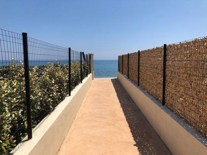 PROMOTION 10% Villa Duplex Accès Direct Plage Jardin Clim Wifi, alquiler de vacaciones en Santa Lucia di Moriani