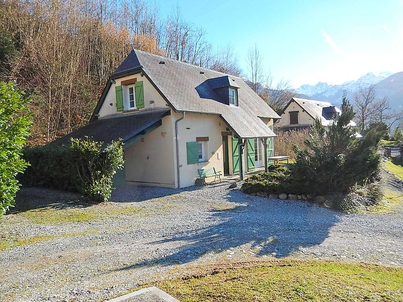 Charmante maison pour amoureux du paysage à Laruns, holiday rental in Bescat