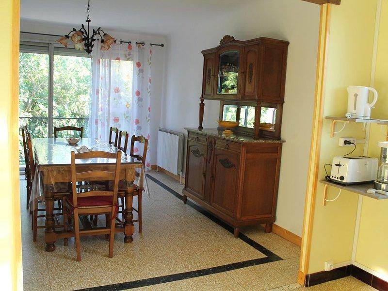 location saisonnière d une villa à la campagne, aluguéis de temporada em Montfrin