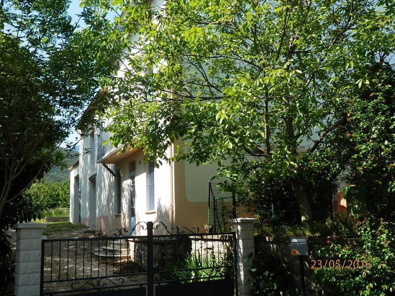 Gîte Rural classé 3 épis Gîte de France en Conflent au pied du massif du Canigou, holiday rental in Ille-sur-Tet