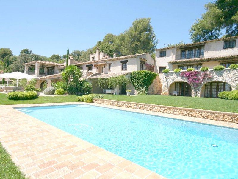Très belle villa provençale, piscine intérieure & extérieure, Tennis, etc, alquiler vacacional en La Colle-sur-Loup
