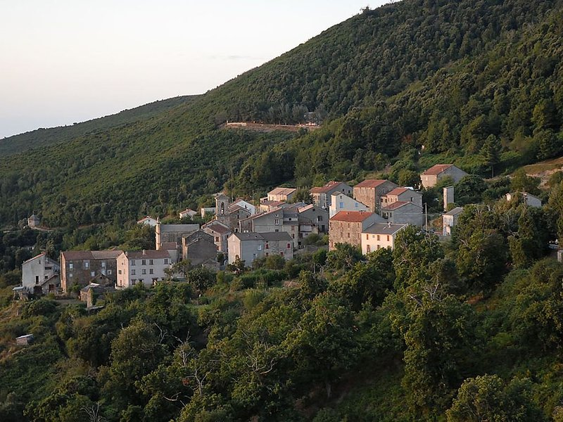 Maison de famille entre mer et montagne, holiday rental in Aghione