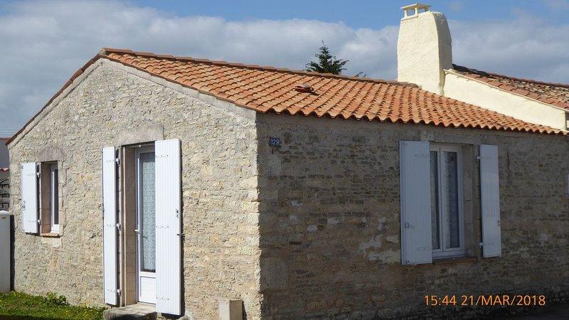 maison plein centre ST PIERRE D'OLERON -4 personnes maxi- pas d'animaux-, location de vacances à Saint-Pierre-d'Oléron